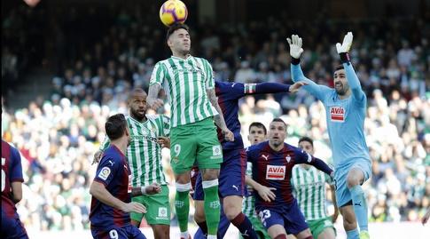 אנטוניו סנאבריה קופץ לנגיחה (La Liga)