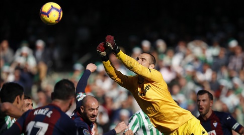 פאו לופס מזנק לכדור (La Liga)