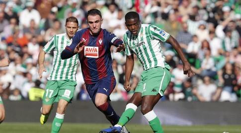קיקה גארסיה מנסה להגיע לכדור (La Liga)