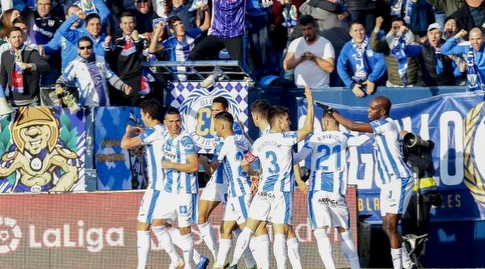 שחקני לגאנס חוגגים (La Liga)