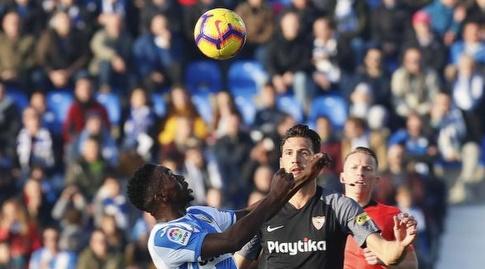 קנת' אומרו ופרנקו ואסקס נאבקים על הכדור (La Liga)
