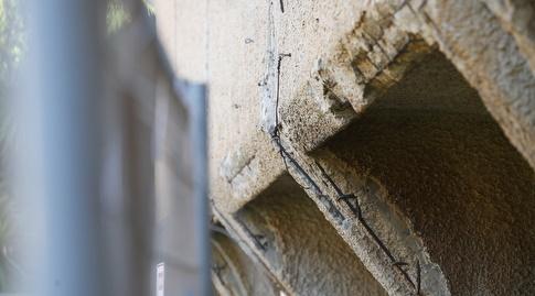 בפנים עדיין מתאמנים, בחוץ הקיר מתקלף (רדאד ג'בארה)