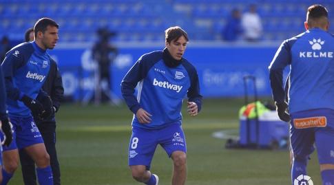 שחקני אלאבס מתחממים (La Liga)