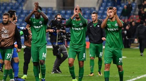 שחקני מכבי חיפה חוגגים בסיום (חגי מיכאלי)