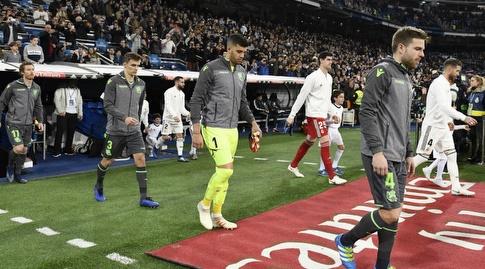 שחקני ריאל מדריד וריאל סוסיאדד עולים לדשא בברנבאו (La Liga)