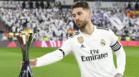 סרחיו ראמוס מציג את גביע העולם לקבוצות (La Liga)