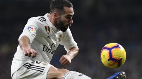 דני קרבחאל משתלט על הכדור (La Liga)