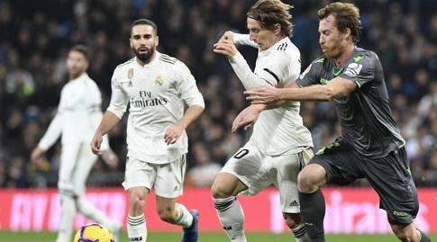 דויד סורוטוסה מנסה לעצור את לוקה מודריץ' (La Liga)