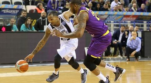 פיל גוס מול שון ג'ונס (FIBA)
