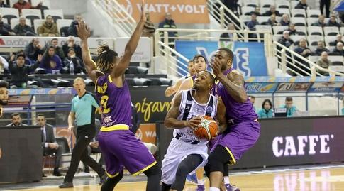 פיל גוס מול קורי וולדן (FIBA)