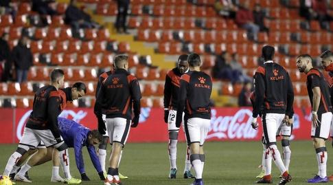 שחקני ראיו וייקאנו מתחממים (La Liga)