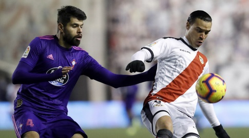 ראול דה תומאס עם הכדור מול נסטור אראוז'ו (La Liga)