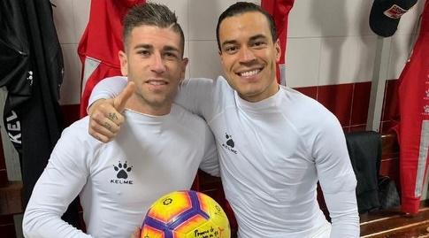 ראול דה תומאס ואדרי אמברבה חוגגים בסיום (La Liga)