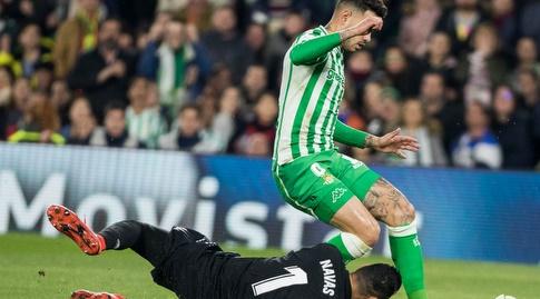 קיילור נבאס יורד לכדור מול טוני סנאבריה (La Liga)