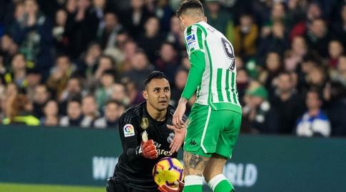 טוני סנאבריה עוזר לקיילור נבאס לקום (La Liga)