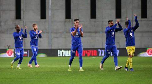שחקני מכבי תל אביב בחימום (איציק בלניצקי)