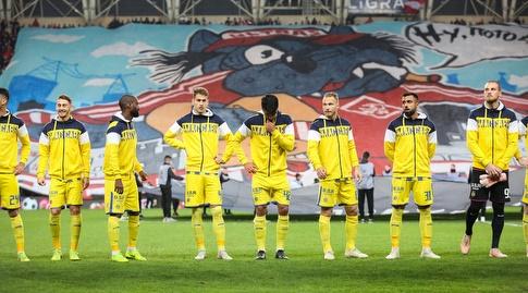 שחקני מכבי תל אביב לפני המשחק (איציק בלניצקי)