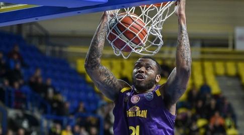 שון ג'ונס מטביע (FIBA)
