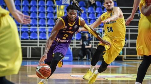 קורי וולדן חודר (FIBA) (מערכת ONE)