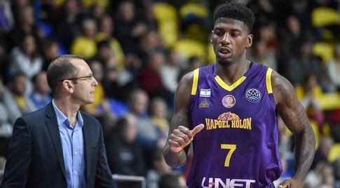 דקוואן ג'ונס ודן שמיר (FIBA)