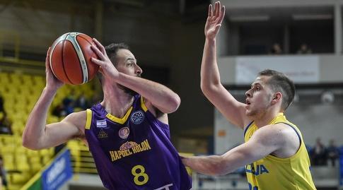עמית שמחון מול ראדובן קוריל (FIBA)