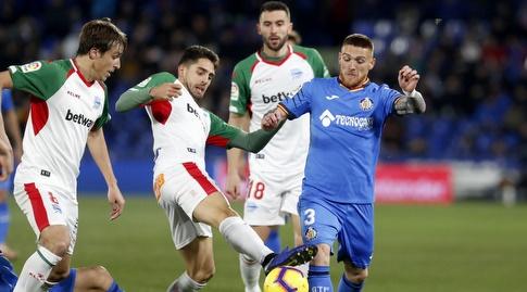 ויטורינו אנטונש נלחם על הכדור (La Liga)