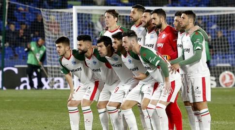 שחקני אלאבס לפני המשחק (La Liga)