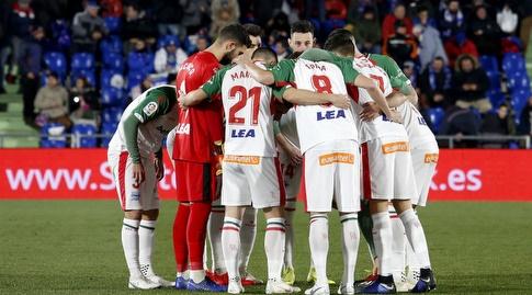 שחקני אלאבס רגע לפני שריקת הפתיחה (La Liga)