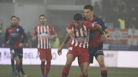 רודרי נלחם ומנסה לשמור על הכדור (La Liga)