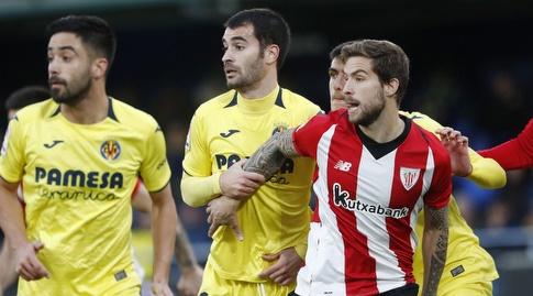 איניגו מרטינס ומאנו טריגרוס במהלך המשחק (La Liga)