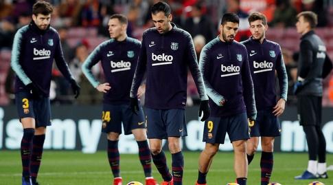 שחקני ברצלונה בחימום לפני המשחק (רויטרס)