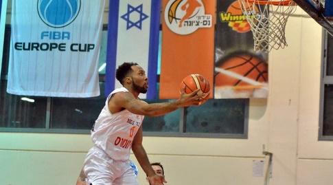 כריס דואו קולע (FIBA)