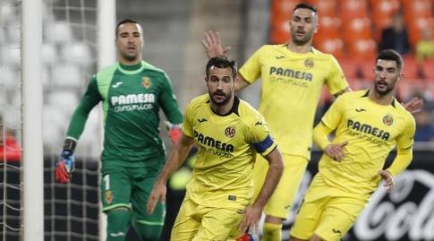 שחקני ויאריאל מתגוננים (La Liga)