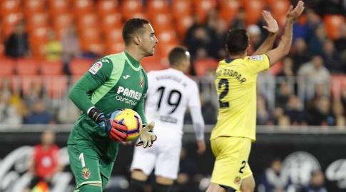 סרחיו אסנחו תופס את הכדור (La Liga)