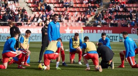 שחקני ג'ירונה מתחממים (La Liga)