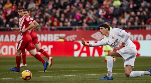 יאסין בונו מגלגל את הכדור (La Liga)