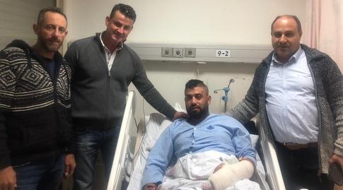 הנהלת בני סכנין מבקרת את שני האוהדים הפצועים (באדיבות דוברות בני סכנין)