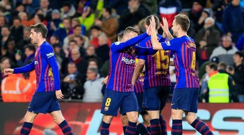 שחקני ברצלונה מברכים את איבן ראקיטיץ' (La Liga)