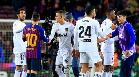 שחקני ולנסיה וברצלונה בסיום (La Liga)
