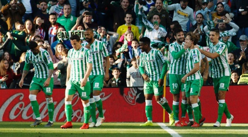 שחקני בטיס חוגגים. רוצים לצמצם פערים (La Liga)