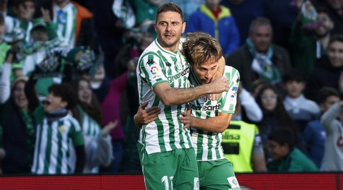חואקין חוגג עם סרחיו קנאלס (La Liga)