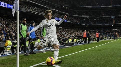 לוקה מודריץ' מרים כדור קרן (La Liga)