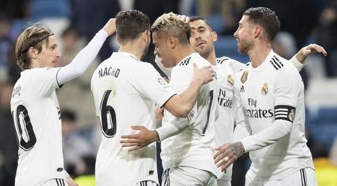 שחקני ריאל מדריד חוגגים עם מריאנו (La Liga)