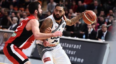 יוגב אוחיון מול רייאן פירסון (FIBA)
