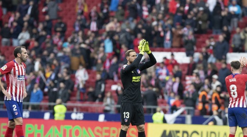 יאן אובלק מתנצל בפני הקהל בסיום (La Liga)