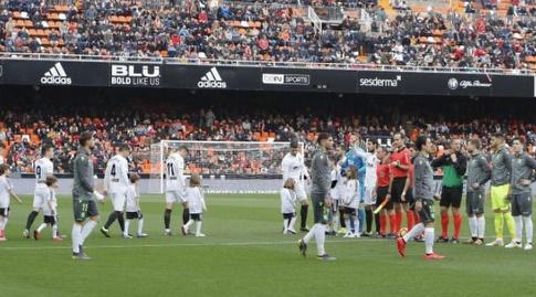 שחקני ולנסיה וסוסיאדד לפני פתיחת המשחק (La Liga)