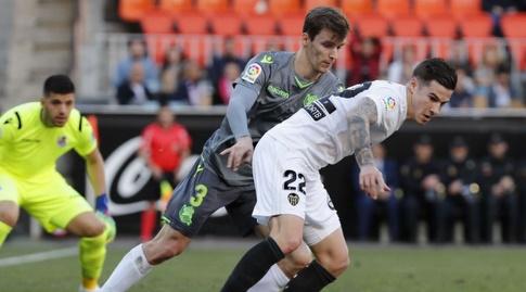 דייגו יורנטה שומר על סאנטי מינה (La Liga)