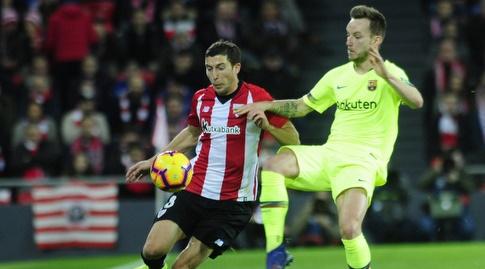 איבן ראקיטיץ' נאבק עם אוסקר דה מרקוס (La Liga)