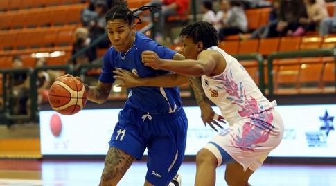 תמרה יאנג עם הכדור (אודי ציטיאט, באדיבות מנהלת ליגת העל לנשים בכדורסל)