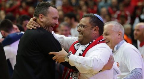 אייל חומסקי עם ראש העיר משה ליאון (אורן בן חקון)